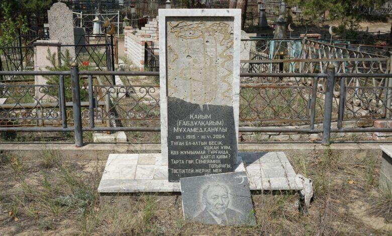 Вандалы разгромили могилу ученого в Семее